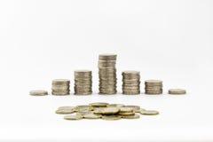 2 euro pièces de monnaie ont empilé et ont dispersé une partie de 1 euro Photo stock