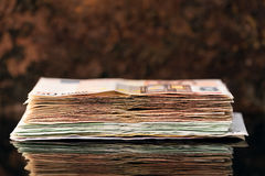 Euro pile, billets de banque des années '50 et hundrets Image libre de droits