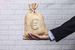 Euro preto do saco disponível Imagens de Stock