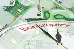 Euro priorità bassa delle banconote con il fronte di orologio fotografia stock libera da diritti