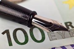 Euro rachunki i atramentu pióro Zdjęcia Stock