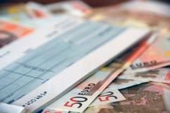 Euro rekeningen en cheque stock foto's