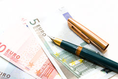 Euro rekeningen en pen Stock Fotografie