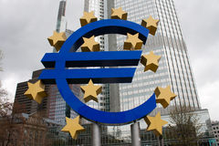 Euro- símbolo em Francoforte - am - cano principal Fotografia de Stock