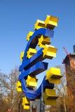 Euro- símbolo na parte dianteira Foto de Stock