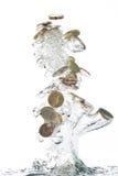 Euro saltare delle monete dell'acqua Fotografia Stock