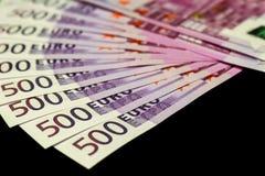 500-Euro - Scheine lokalisiert auf Schwarzem Lizenzfreie Stockfotografie