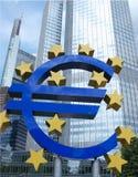 Euro signe par l'édifice bancaire Images stock