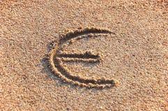Euro signez dedans un sable Photos libres de droits