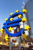 Euro simbolo nella parte anteriore Immagine Stock