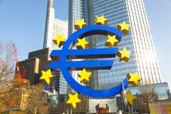 Euro simbolo nella parte anteriore Immagine Stock Libera da Diritti