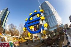 Euro simbolo nella parte anteriore Fotografia Stock