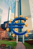 Euro- sinal O Banco Central Europeu (BCE) é o banco central para t Imagens de Stock
