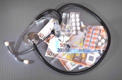 Euro siringa delle medicine delle banconote Fotografie Stock