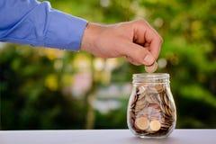 EURO - Soldi di risparmio in un barattolo Immagine Stock