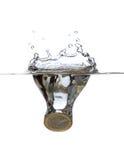 Euro som faller i vatten Fotografering för Bildbyråer