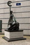 Euro standbeeld buiten het Europees Parlement Royalty-vrije Stock Foto's