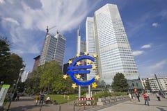 Euro Teken in Frankfurt, Duitsland Stock Afbeeldingen