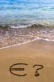 Euro teken in het zand Stock Foto