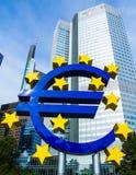 Euro teken voor de Europese Centrale Bank in Frankfurt, Duitsland Royalty-vrije Stock Foto
