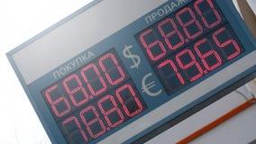 Euro- troca dos dólares eletrônicos da placa de moeda foto de stock