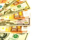 Euro- und Dollarbanknoten lokalisiert auf einem weißen Hintergrund mit Kopienraum für Text Lizenzfreies Stockbild