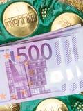 euro valuta e testo ebraico, concetto israeliano della medicina fotografia stock libera da diritti