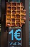 1 euro voor een Belgische Wafel Stock Afbeelding
