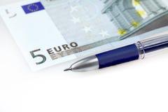 Euro y pluma fotografía de archivo libre de regalías