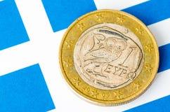 Euro zerrissen zur Hälfte gegen alten Hintergrund Lizenzfreies Stockbild