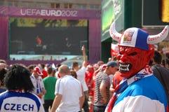 Euro2012 - Tsjechische ventilator in duivelsmasker Stock Foto