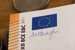 50 euroanmärkningar och mynt avbildar arkivfoto