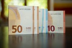 Euroanmärkningar på en tabell Royaltyfri Fotografi