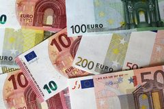 Euroanmerkungen, die Hintergrund bilden Lizenzfreie Stockfotografie
