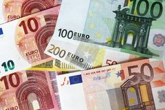 Euroanmerkungen, die Hintergrund bilden Stockfotografie