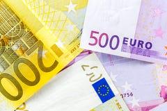 Euroanmerkungen mit Reflexion Stockfotografie
