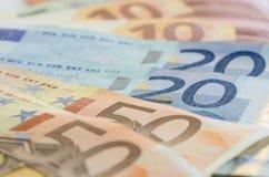 Euroanmerkungen mit Reflexion lizenzfreies stockbild