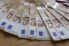 Euroanmerkungen mit Reflexion Stockfoto