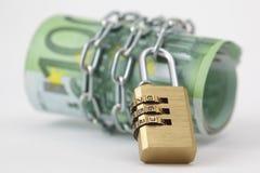 Euroanmerkungen mit Verriegelung und Kette Lizenzfreie Stockfotografie