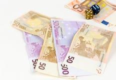 Euroanmerkungen und Würfel Stockbilder