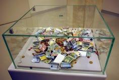 Eurobanknote und Münze lizenzfreie stockbilder