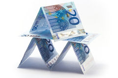 Eurobanknoten als Kartenhaus stockbild