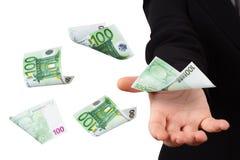 Eurobanknoten auf junger Geschäftsfrau Stockbild