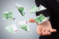 Eurobanknoten auf junger Geschäftsfrau Lizenzfreie Stockbilder