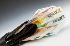Eurobanknoten in der ledernen Mappe Lizenzfreies Stockbild