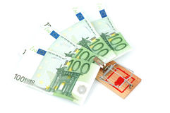 Eurobanknoten in einem Mousetrap Stockbilder