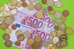 500 Eurobanknoten mit Münze Lizenzfreies Stockbild