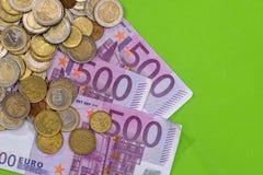 500 Eurobanknoten mit Münze Lizenzfreie Stockfotografie