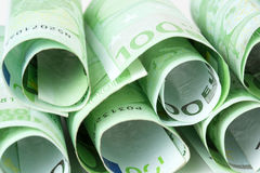 100 Eurobanknoten oben gerollt Lizenzfreie Stockfotos