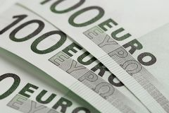Eurobanknoten schlie?en oben Mehrere Hundert Eurobanknoten lizenzfreie stockbilder